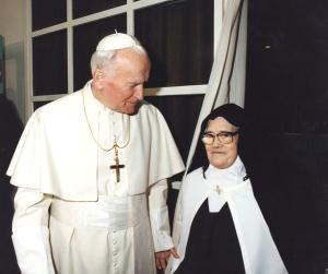 Santa Lucía con el Papa Juan Pablo II